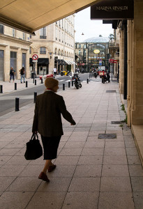 Shopper in Old City, Bordeaux - Click to Zoom